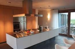 Woonhuis Joosse: moderne Keuken door Groeneweg Van der Meijden Architecten