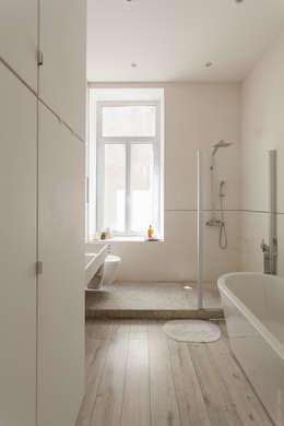 Appartement à Sète : Salle de bains de style  par WM