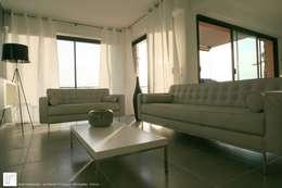 Appartement à Cannes meublé entièrement par wm: Salon de style de style Moderne par WM