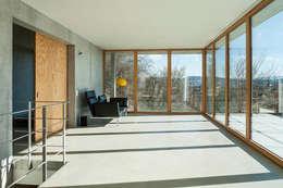 moderne Woonkamer door GIAN SALIS ARCHITEKT