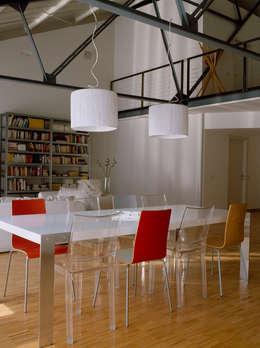 Loft Bianco - Paola Maré Interior Designer: Sala da pranzo in stile in stile Industriale di Paola Maré Interior Designer