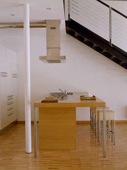Loft Bianco - Paola Maré Interior Designer: Cucina in stile in stile Industriale di Paola Maré Interior Designer