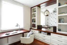 Gabinet: styl , w kategorii Domowe biuro i gabinet zaprojektowany przez Agnieszka Makowska