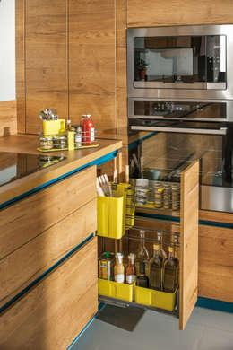 Hier sind Agenten am Werk: moderne Küche von Schmidt Küchen