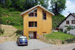 บ้านและที่อยู่อาศัย by di  dörr & irrgang  Architekten und Generalplaner GmbH