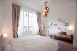 Paris 8ème: Chambre de style  par Carine Tilliette