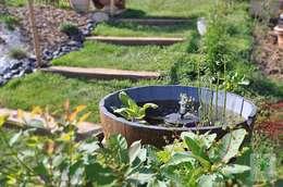 Пруд в саду в . Автор –  Sophie Durin | Empreinte Paysagère