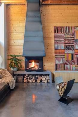 rustic Living room by Finoptim