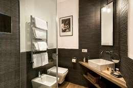 Banheiros modernos por MOB ARCHITECTS