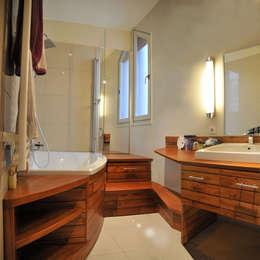Salle de bain: Salle de bains de style  par alain vieux decoration