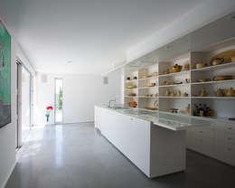 cuisine: Maisons de style de style Moderne par ateliers d'architecture JPB