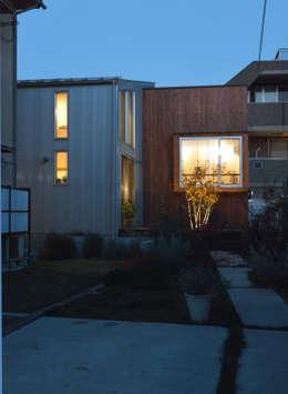 5人家族の家: アトリエKUKKA一級建築士事務所/ atelier KUKKA  architects が手掛けた庭です。