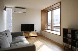 5人家族の家: アトリエKUKKA一級建築士事務所/ atelier KUKKA  architects が手掛けたリビングです。