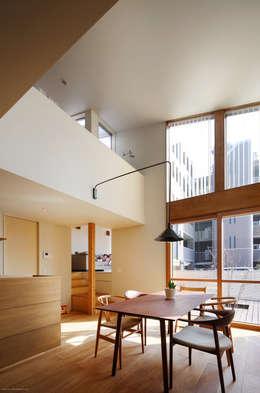5人家族の家: アトリエKUKKA一級建築士事務所/ atelier KUKKA  architects が手掛けたダイニングです。