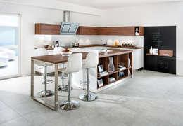 Cucina in stile in stile Moderno di Schmidt Küchen