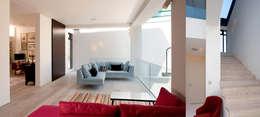 moderne Eetkamer door Dos Architects
