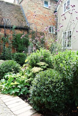 Jardin de style de stile Rural par Dawn Isaac Garden Design