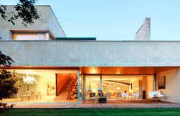 بلكونة أو شرفة تنفيذ Hoz Fontan Arquitectos