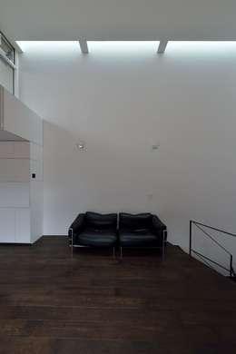 MO-HOUSE: 株式会社長野聖二建築設計處が手掛けたリビングです。