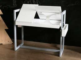 TABLE BUREAU ADAPTABLE POUR ENFANTS ET ADULTES: Bureau de style de style Minimaliste par LOUIS SICARD