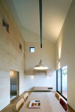 Salon de style de style Minimaliste par 川添純一郎建築設計事務所