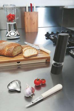 Savon du chef: moderne Keuken door Studio Gooris Ltd