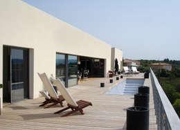 Façade sud: Terrasse de style  par Hamerman Rouby Architectes