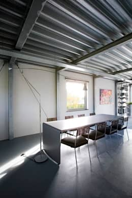 modern Dining room by Archipelontwerpers