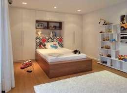 HANDE KOKSAL INTERIORS – House E - E Evi: modern tarz Yatak Odası