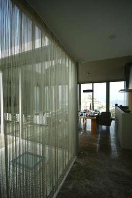 HANDE KOKSAL INTERIORS – House A1 - A1 Evi:  tarz Pencere