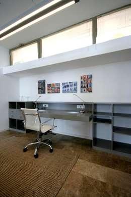 HANDE KOKSAL INTERIORS – House C3 - C3 Evi: modern tarz Çalışma Odası