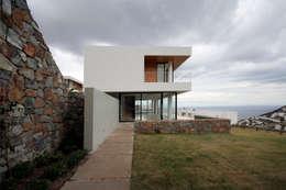 Projekty, nowoczesne Domy zaprojektowane przez HANDE KOKSAL INTERIORS