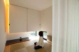 和室: 一級建築士事務所 Atelier Casaが手掛けた和室です。