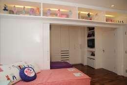 minimalistische Kinderkamer door Viviane Dinamarco Design de Interiores