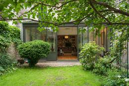 Extension d'une maison parisienne: Maisons de style  par Emmanuel CROS architecture