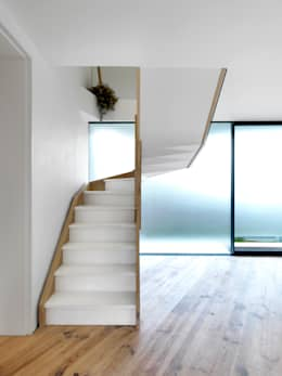 modern Corridor, hallway & stairs by Lipton Plant Architects
