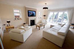 Salas de estar modernas por Amina