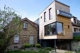 L'extension coté jardin, montée sur pilotis: Maisons de style de style Moderne par Atelier d'Architecture Marc Lafagne,  architecte dplg