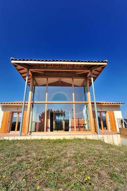 LA PREMIERE MAISON BBC EFFINERGIE DU GARD: Maisons de style de style eclectique par JOSE MARCOS ARCHITECTEUR