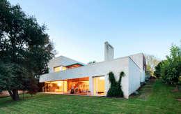 moderne Huizen door Hoz Fontan Arquitectos