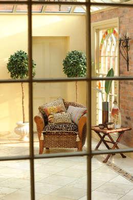 Jardines de invierno de estilo ecléctico por Deborah Warne Interiors Ltd