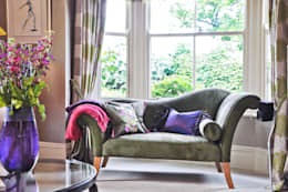 Salas de estar ecléticas por Deborah Warne Interiors Ltd