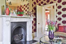 Livings de estilo ecléctico por Deborah Warne Interiors Ltd