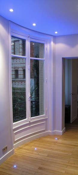 Dégagement depuis la suite parentale: Cuisine de style de style Minimaliste par Philippe Ponceblanc Architecte d'intérieur