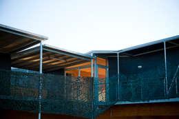 Création logement et gîtes de Chasse.: Maisons de style de style Moderne par Christian Larroque