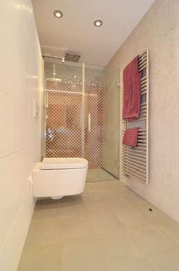 modern Bathroom by Trestrastos