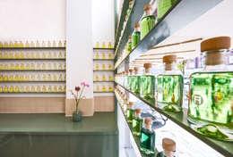 Het Massagehuys  |  oliën:  Gezondheidscentra door TANK interior design