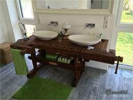 Alpenmöbel Hobelbank-Möbel für das Badezimmer: rustikale Badezimmer von Ywona e.U.