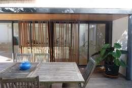 Extension d'une maison: Maisons de style de style Moderne par Christian Larroque