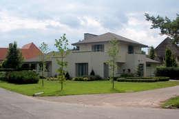 Casas de estilo ecléctico por PHOENIX, architectuur en stedebouw